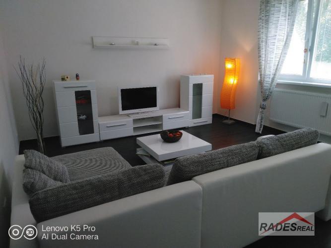 Reality Na prenájom veľký 4 izbový byt v zabezpečenom areáli v Nitre