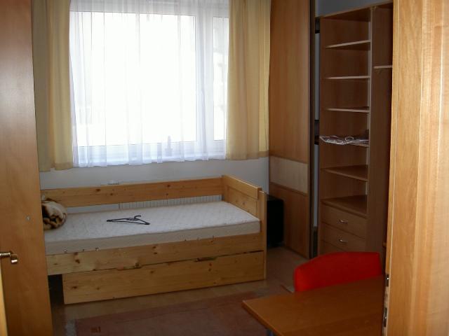 Reality Prenájom - spolubývanie v samostatnej nepriechodnej zariadenej izbe v NOVOSTAVBE
