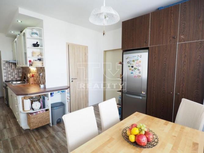 Reality VÝBORNÁ LOKALITA! NA PREDAJ pekný 3i prerobený byt na ul. P.O.Hviezdoslava s loggiou a výmerou