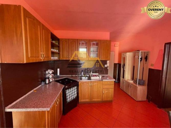 Reality Predám 2 izbový byt neďaleko centra v Nových Zámkoch