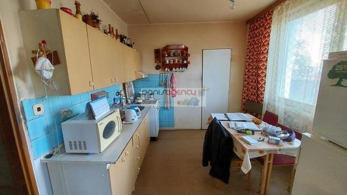 Reality Ponúkame exkluzívne na predaj veľký 3-izb. byt v Zlatých Moravciach na Školskej ul., rozloha 8