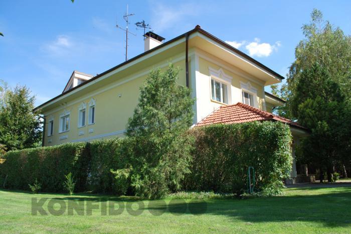 Reality Rodinná vila a rodinný domček, veľký pozemok, súkromie, okres Komárno