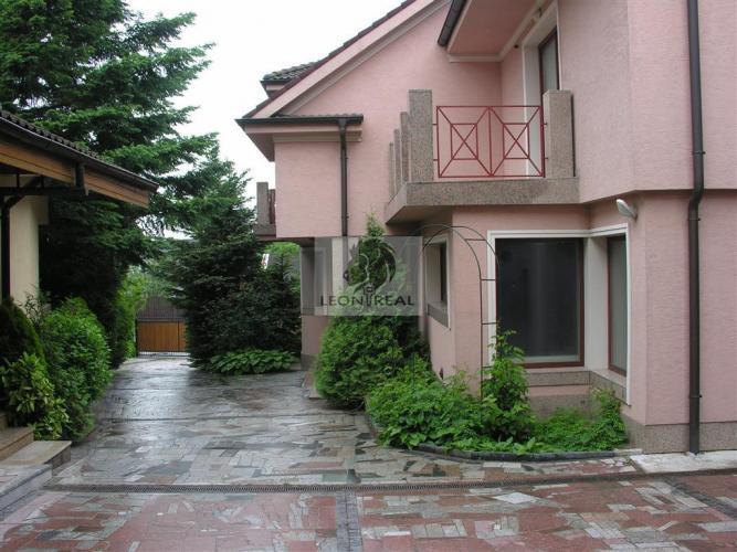 Reality *LEON real* Rodinný dom, Prenájom, BA IV – Lamač, ulica Segnáre, 7-izbový, UP 470 m2, pozemok