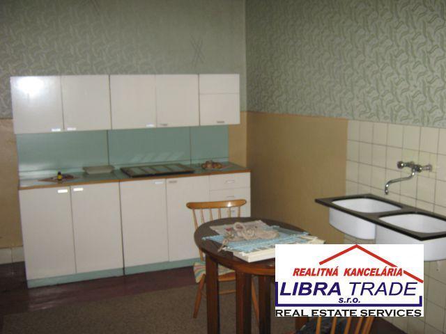Reality Predám 4-izbový rodinný dom v Obide. d09b82f9caa