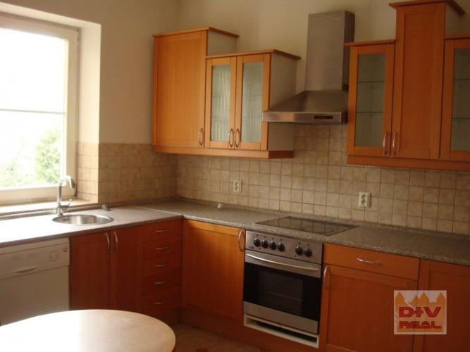 Reality Predaj: Ponúkame priestrannú vilu s nádherným panoramatickým výhľadom na Bratislavu, v centre