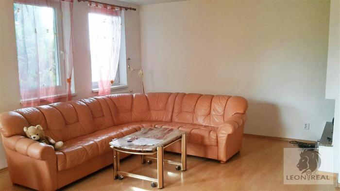Reality 5-izbový TEHLOVÝ dom - NOVOSTAVBA (2008), 160 m2, S BAZÉNOM, GARÁŽOU, pozemok 300 m2, STUPAVA