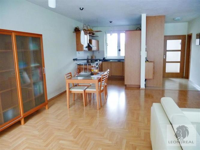 Reality 5-izbový TEHLOVÝ dom - NOVOSTAVBA (2004), 176 m2, s GARÁŽOU, pozemok 300 m2, BA IV - DNV, Jasenc