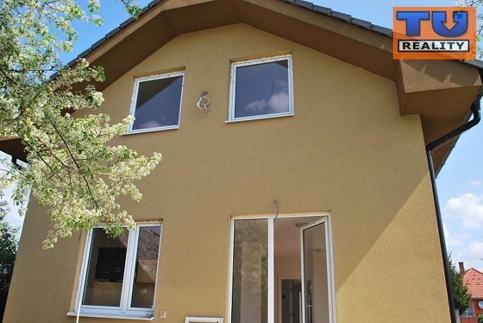 Reality Slnečný pekný rodinný dom na predaj Šaľa - Veča o výmere 140 m2., CENA: 150 000 €