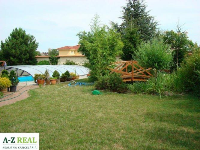 Reality Prenájom rodinného domu v Jarovciach s vonkajším bazénom a dvojgarážou
