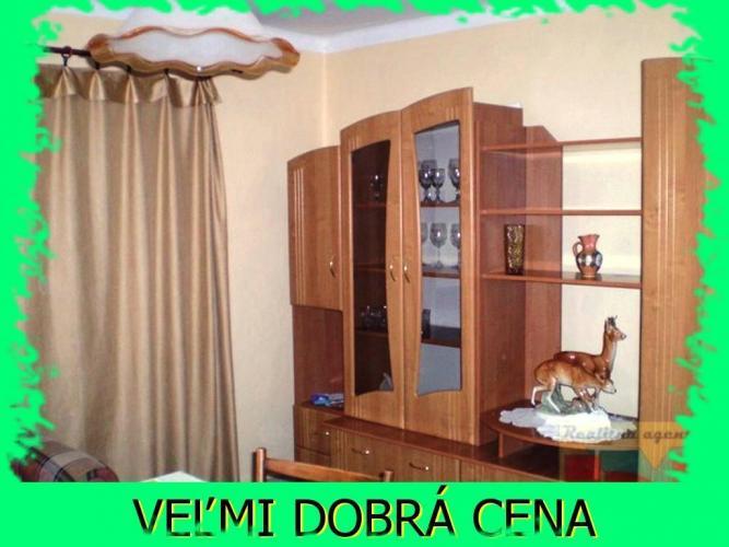Reality BVT Real:Na predaj starší rodinný dom v tichej ulici v obci Horné Zelenice, pozemok 700m2, šír