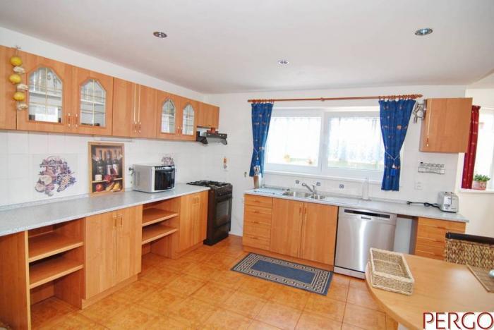 Reality 6-izbový rodinný dom v Dúbravke