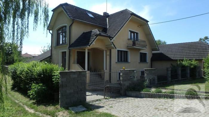 Reality DRAŽBA: 7 – izb. rodinný dom (502,39m2), BAZÉN, pozemok 2149m2, Horné Obdokovce