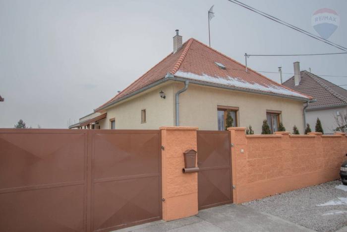 Reality REZERVOVANÉ! Na predaj prietranný  4 izbový rodinný dom v obci Šamorín