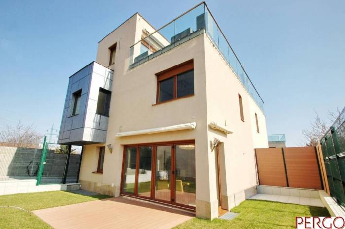 Reality Moderný rodinný dom  na Ahoji