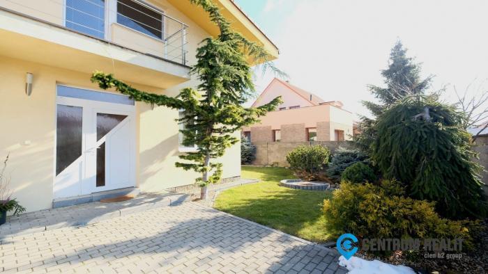 Reality Výhodná ponuka: Krásny 5-izbový RD v ZÁLESÍ, ú.p, 240 m2, nádherná okrasná záhrada