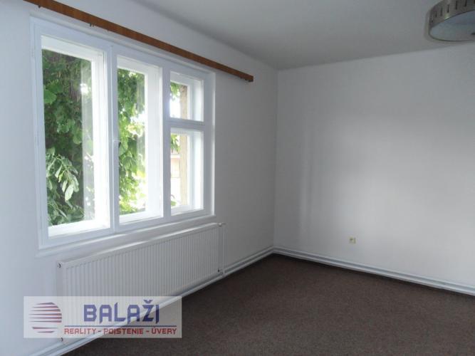 Reality MARTIN NÁJOM 3 izbový byt 105m2 v rodinnom dome, 5km od Martina