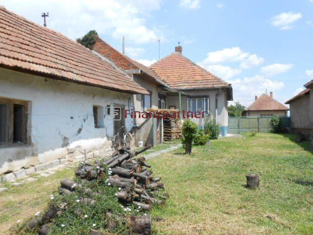 Reality N predaj pekný 3 izbový dom v obci Černík