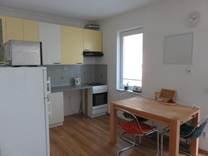 Reality BA III.- Menší rodinný dom pri POLUSE s terasou a dvoma kúpelňami