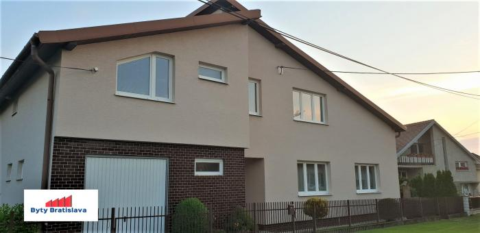 Reality RK Byty Bratislava ponúka na predaj 7 izbový rodinný dom pri Trnave