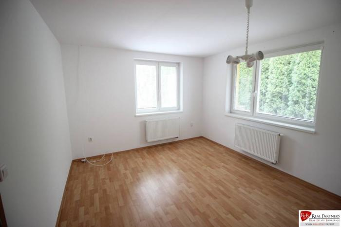 Reality Prenajom 4 izbovy RD Jaskový Rad, Nové mesto, 3 garáž, veľká záhrada