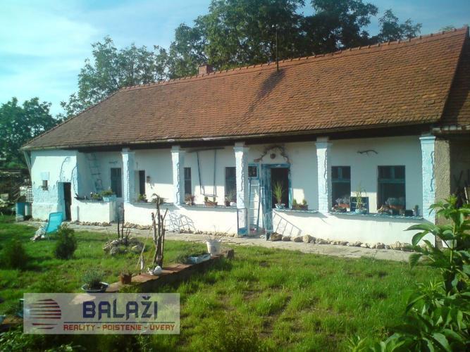 Reality BOŠANY staršie rodinne domy v spoločnom dvore, pozemok 2700 m2