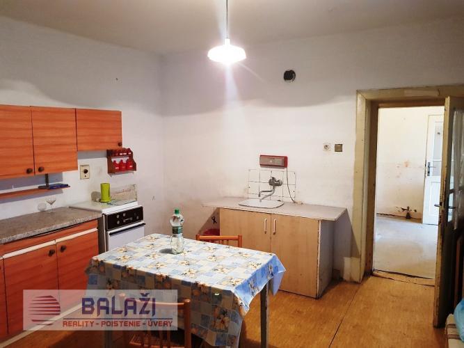 Reality MALÉ RIPŇANY 3 izbový dom pôvodný stav, pozemok 515 m2, okr. Topoľčany