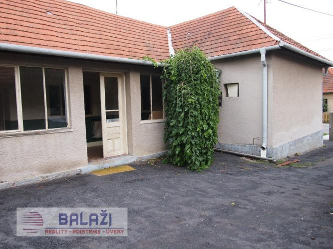 Reality Červený Hrádok 5-izbový rodinný dom, pozemok 874m2, okr. Zlaté Moravce