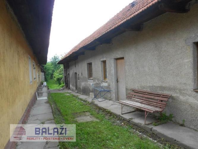 Reality Turčianske Kľačany dva rodinné domy na pozemku 1334 m2 vhodné na podnikanie, okr. Martin