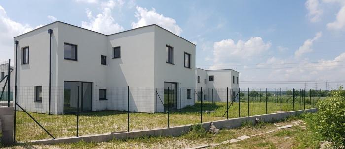 Reality Skolaudované moderné rodinné domy v novovybudovanej lokalite s pekným výhľadom!