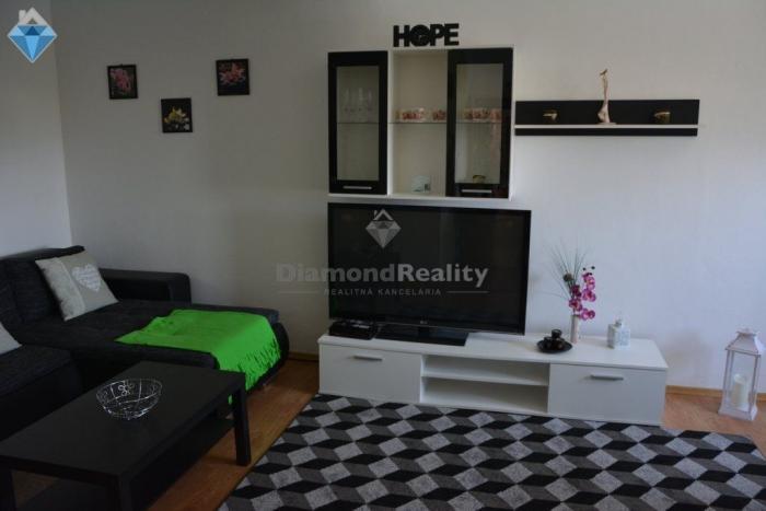 Reality Na prenájom 3 izbový byt v dome v centre Nitra