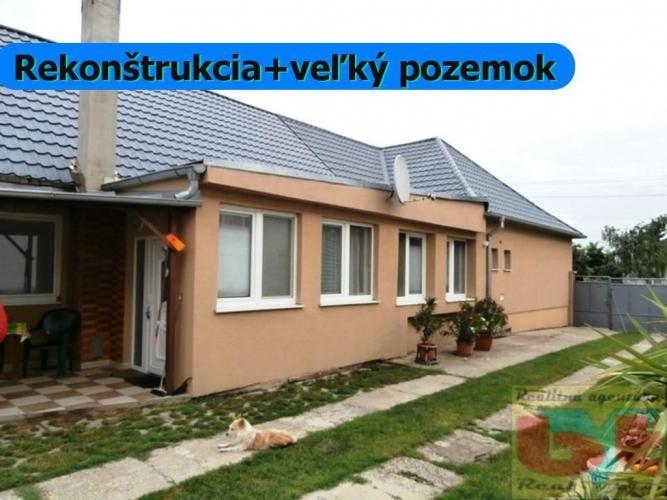 Reality 4 iz RD v obci s výbornou občianskou vybavenosťou na 2291 m2 pozemku s murovanou garážou, novou