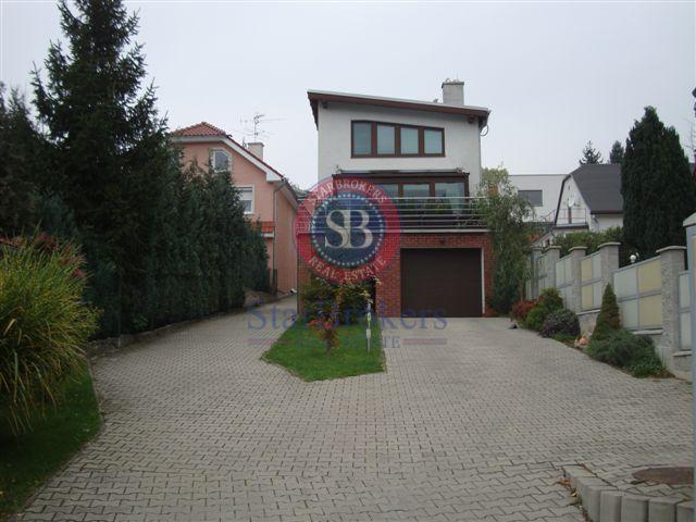 Reality Starbrokers – Prenájom – moderný 5-izbový rodinný dom v Líščom údolí