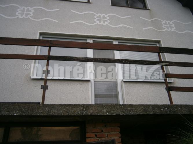 Reality Perfekný dom pre rodinu v prekrásnom prostredí obce Dubník na predaj.