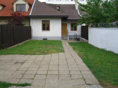 Reality RD II.- Rodinný dom  s parkovaním pri Avione