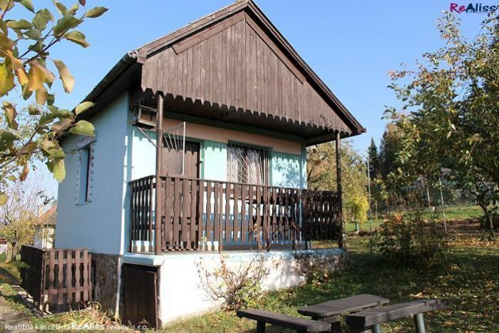 Reality Záhradná chata s vysporiadaným pozemkom, v okrajovej časti osady Pod Vodojemom, s výhľadom na