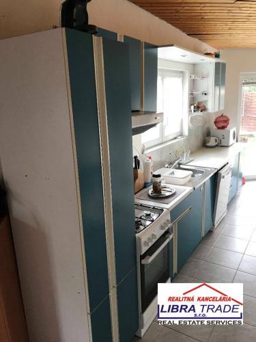 Reality PREDAJ! - čiastočne prerobený 4 izbový rodinný dom v IŽI