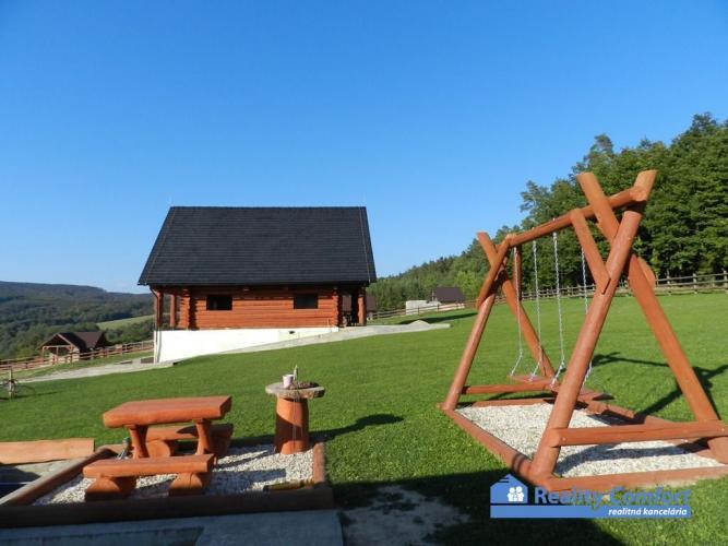 Reality NA PREDAJ, rozostavaný zrubový dom, v krásnom prostredí  Bielych Karpát, pozemok 770m2, Krásny