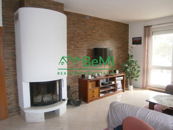 Reality Predáme 5 izbový poschodový rodinný dom - Veľké Úľany (114-12-MOS)