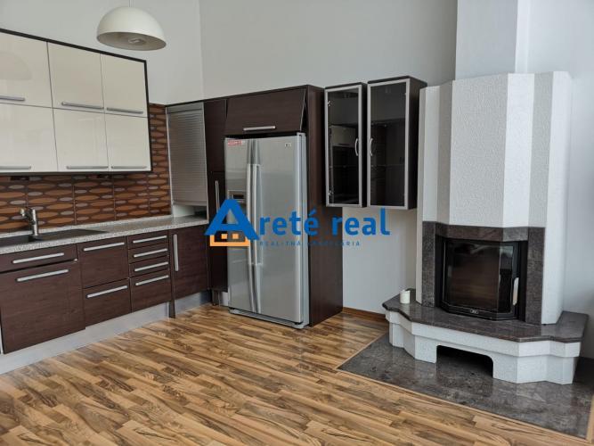 Reality Areté real, Prenájom veľmi pekného 3-izbového rodinného domu s dvojgarážou v Bratislave, ča
