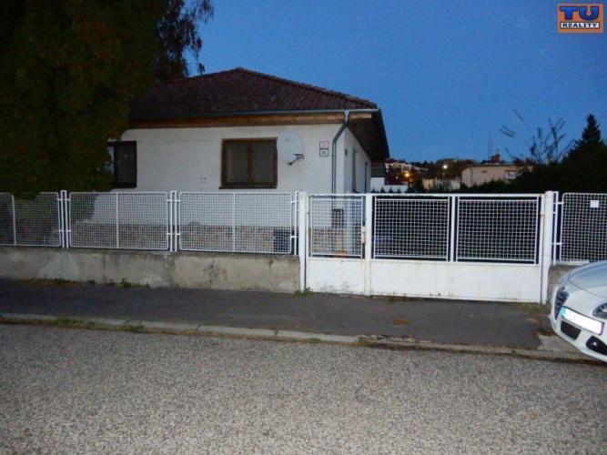 Reality PODNÁJOM!!! Rodinný dom, 150 m2, garáž, širšie centrum, Levice. CENA: 700,00 EUR/mesiac