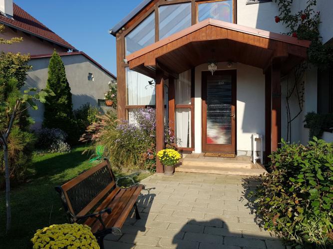 Reality Krásny rodinný dom vo vidieckom štýle v obľúbenej lokalite !