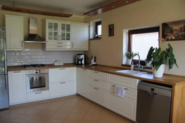 Reality NA PRENÁJOM - priestranný 5 izbový rodinný dom v obci Ivanka pri Dunaj