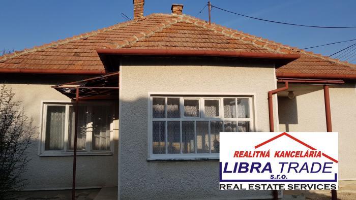 Reality IBA U NÁS!Predaj 3-izb RD v pôvodnom stave v obci Radava neďaleko Termálneho kúpaliska PODHÁJS