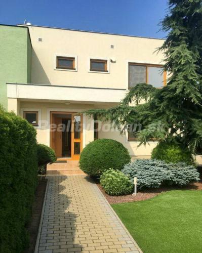 Reality NA PRENÁJOM veľmi pekný, zariadený rodinný dom Nitra, Zobor