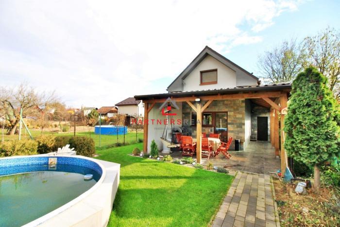 Reality NOVÝ Rodinný dom s bazénom so štatútom chaty  / Geča (Jazero) - 15 km od Košíc