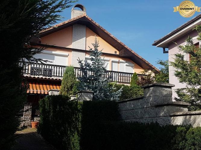 Reality PREDAJ - Rodinný dom s bazénom - Nitra, Zobor