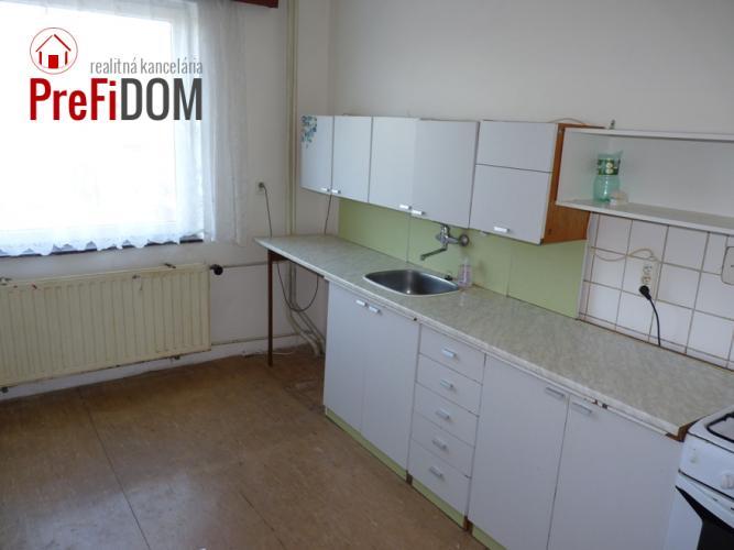 Reality PREDAJ 5 - izbový dom Šurany.