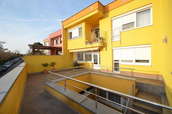 Reality Révová: Rodinný dom s tromi samostatnými bytmi pod Bôrikom a nad Dunajom, garáž, terasa, záh