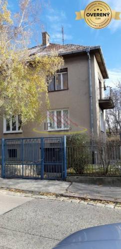 Reality Prenájm RD pre 10 -12 osôb- Bratislava I - Lipová ulica