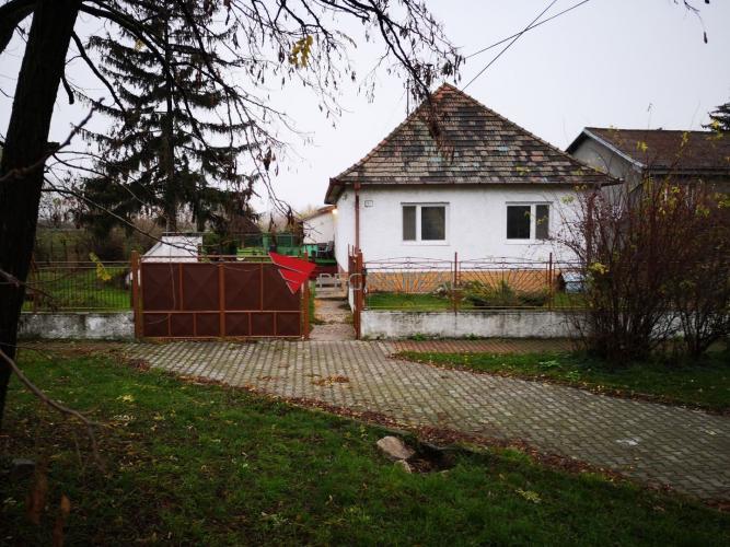 Reality Na prenájom rodinný dom, nachádzajúci sa v krásnej obci Hamuliakovo